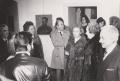 Visitatori all'inaugurazione della mostra alla Galleria Il Punto, Genova